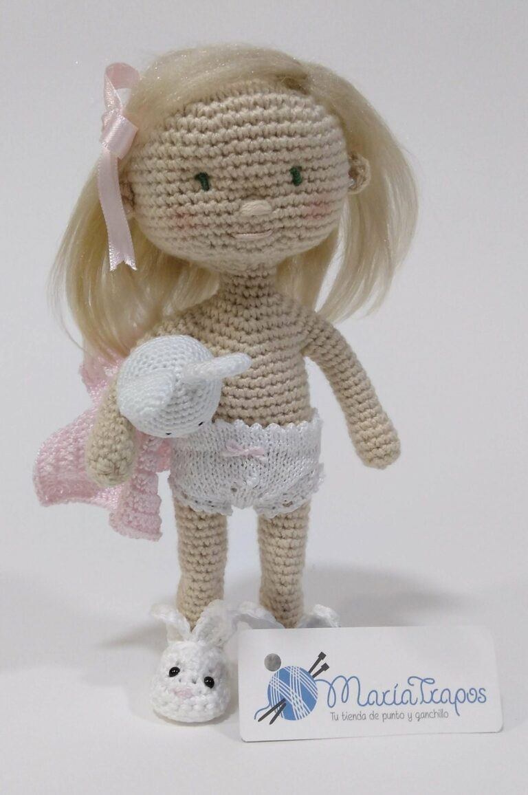Anabel. Muñeca amigurumi de ganchillo con manta de apego