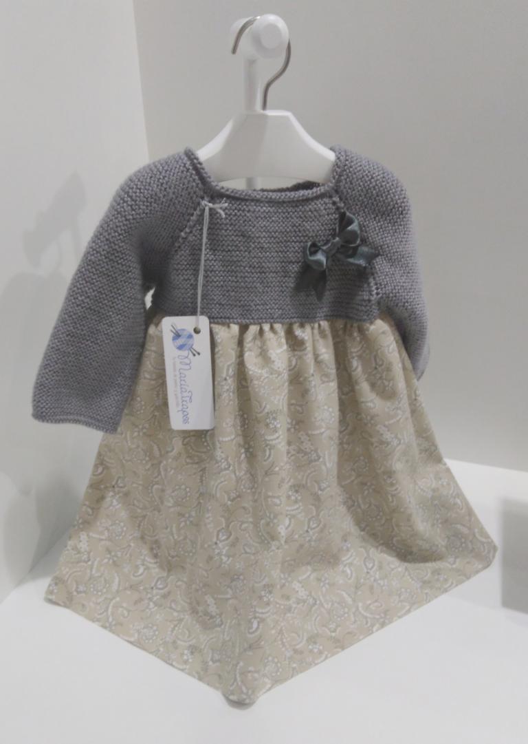 Vestido con muceta de lana. Patrón gratis