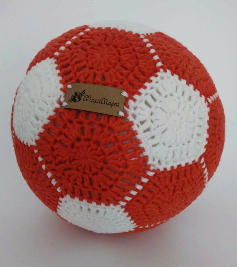 Balón de fútbol a ganchillo con patrón gratis